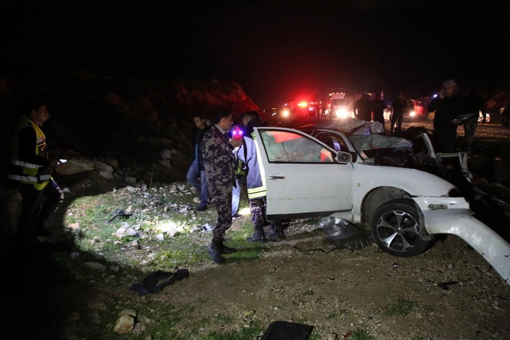 مصرع مواطنين بحادث سير مروع في الخليل