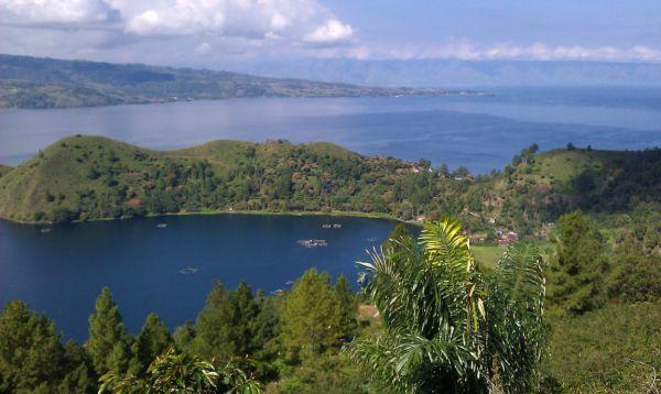 بحيرة-بركانية-هائلة