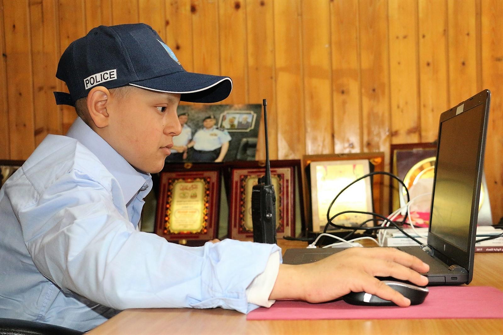 طفل من غزة مدير لشرطة نابلس