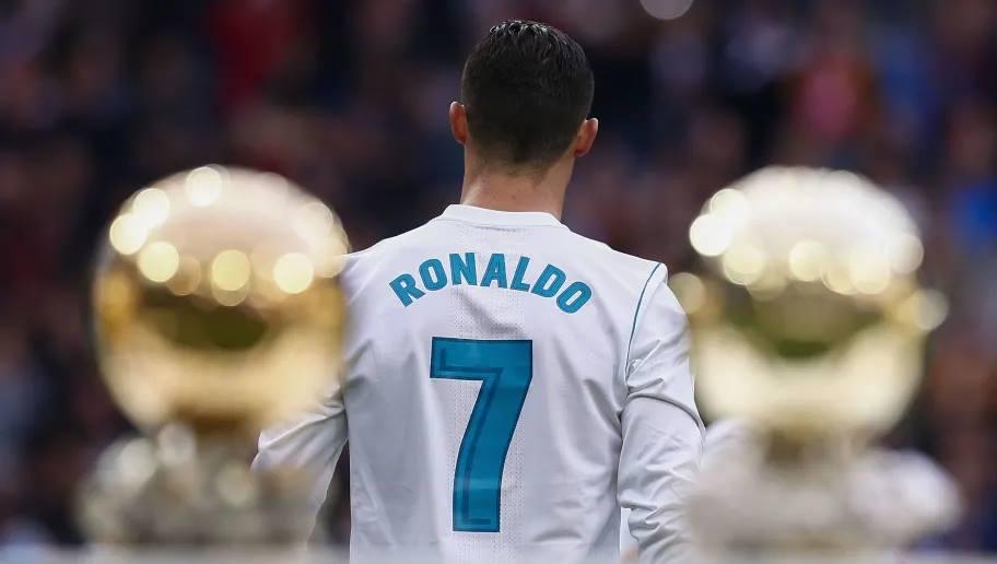 شاهد ردة فعل رونالدو عندما عرض عليه  قميص ريال مدريد الاسباني